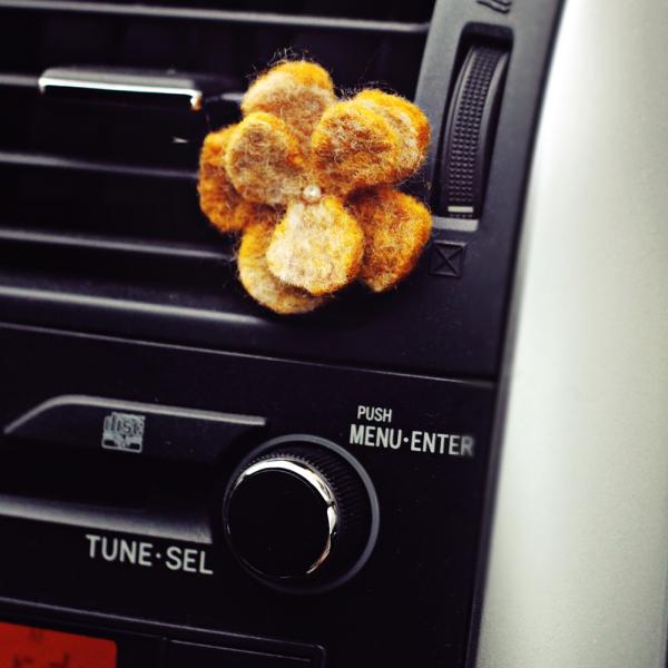 Aromatherapy kit for car: wool flower + BIO OASIS aroma